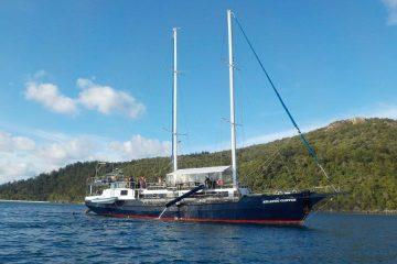 atlantic clipper whitsunday islands sailing airlie beach australia