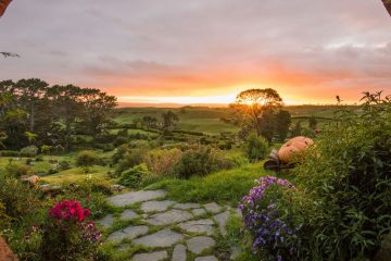 hobbiton movie set tour new zealand north island