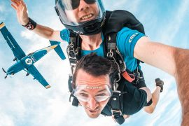 skydive byron bay tandem skydive australia best place to skydive east coast austrlaia backpacker deal discount
