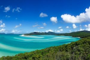 australia east coast packages travel agency raw backpackers whitsundays sailing