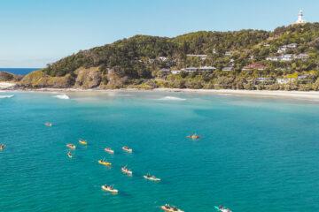 kayaking byron bay australia backpacker day tour