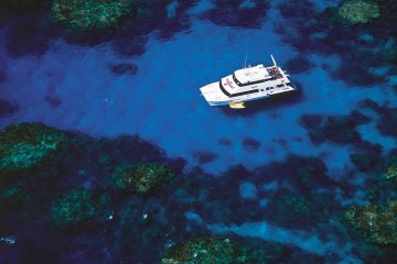 open water dive course live aboard great barrier reef cairns australia