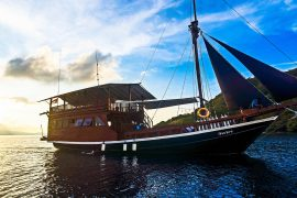 scuba dive liveaboard komodo national park labuan bajo indonesia blue marlin dive ikan biru