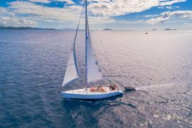 mandrake whitsundays sailing adventure airlie beach australia whitehaven beach backpacker racing yacht